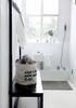 Aranżacja łazienki w stylu skandynawskim. Jasna łazienka