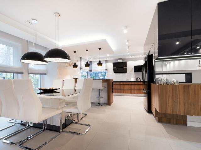 Biało Czarna Kuchnia I Drewniane Meble Kuchenne Stronywnetrza