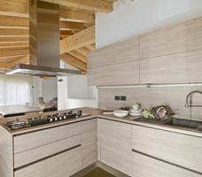 Nowoczesna kuchnia i fronty drewniane