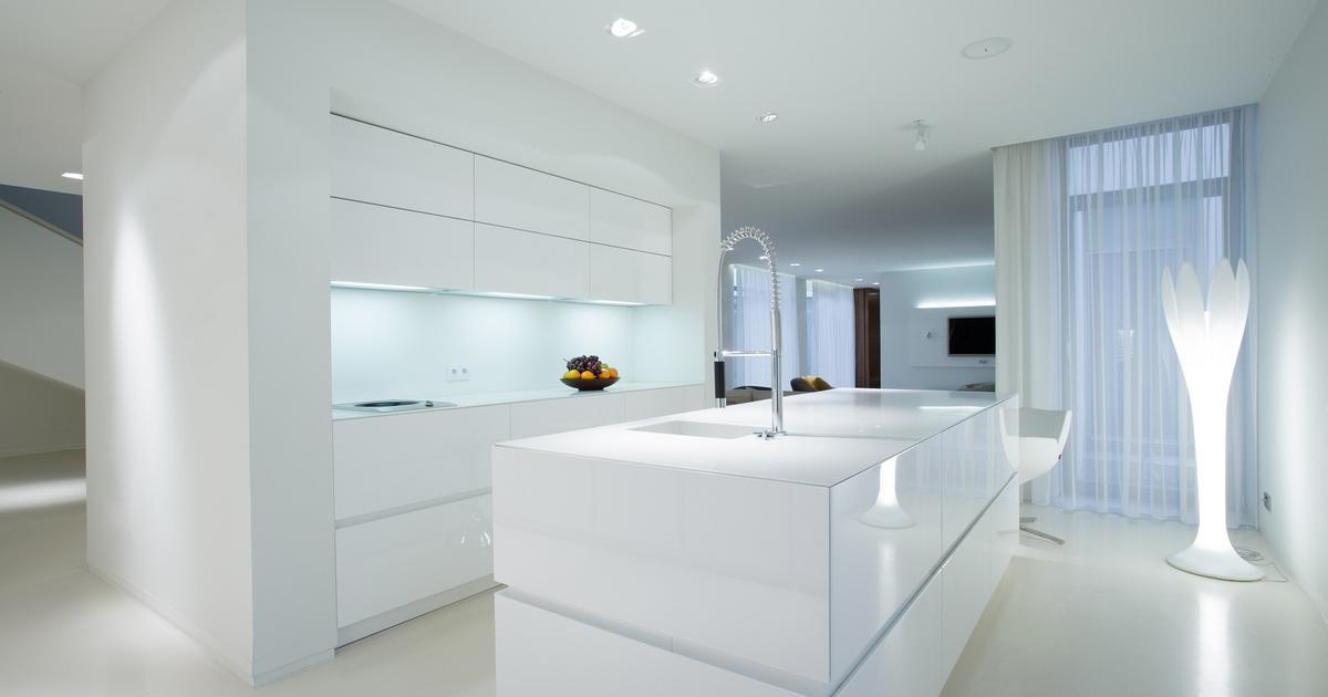 Jak urządzić nowoczesną i minimalistyczną białą kuchnię   -> Kuchnia Minimalistyczna Biala