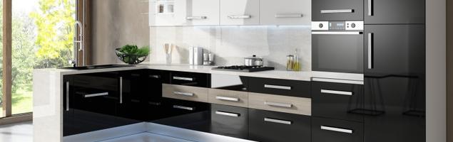 Kuchnia czarno-biała. Białe i czarne meble kuchenne w aranżacji kuchni